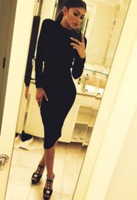 (Picture: Sinnamon and Spice) – Zendaya in her all black minimalist number. Ugh love her!