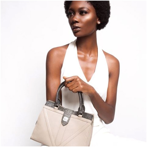 MINI JULIA TOTE, KUMESU, PHOTO ©LAKIN OGUNBANWO